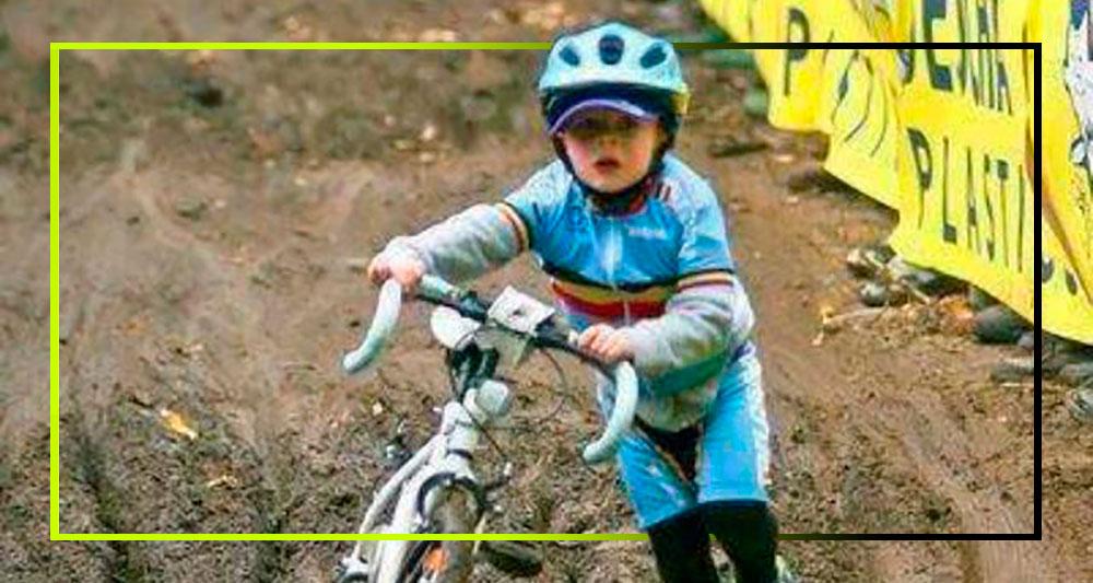 Foto de Dirk Bruylant. Niño haciendo ciclocross